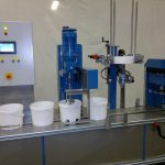 Automaitc gravimetric paint filling machine with lid placing & lid closing